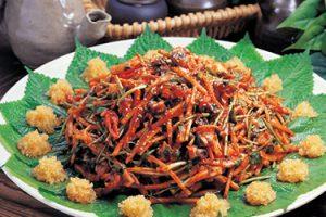Muchimhoe (Vegetables seasoned with seasonings row fish)